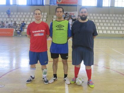 Los capitanes y el árbitro antes de la final