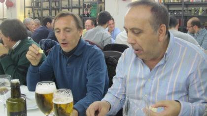 Víctor Romero y Pedro Lara, sorprendidos por lo que acaba de llegar