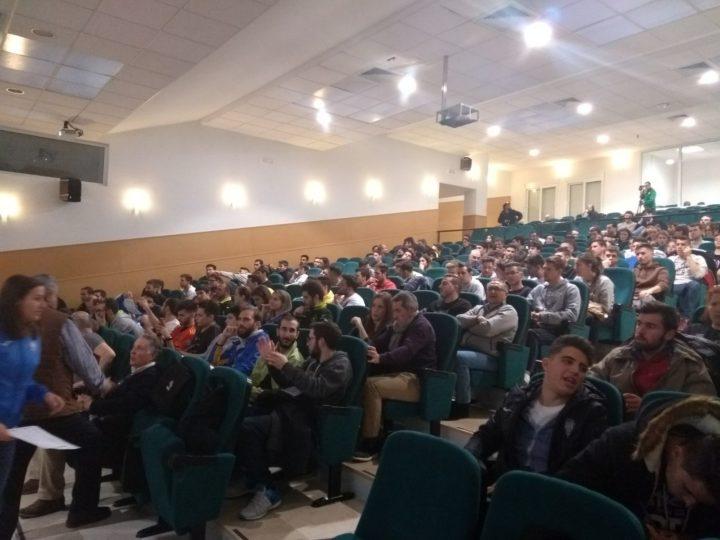 Mucha expectación entre alumnos de la Facultad del Deporte y aficionados al balonmano