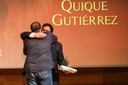 Quique Gutiérrez al subir a recoger su premio