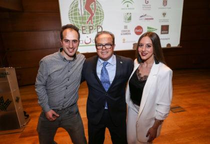 Paco Anguita entregó el testigo a los presentadores de la próxima Gala, Noelia Gómez y Miguel López