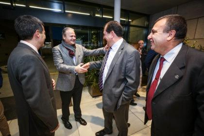 Justo Ruiz saluda a Antonio Rodríguez