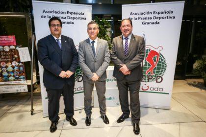Miguel Rodrigo posa entre Juanjo Fernández y Antonio Rodriguez
