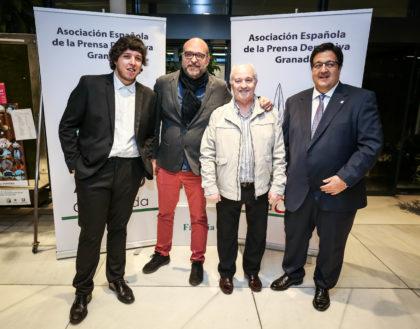 Los periodistas Enrique Abuín, Alejandro Morales y Juan José Fernández con Manuel García Bueno