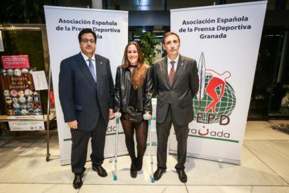 Juanjo Fernández y Víctor Romero con Marina Terrón