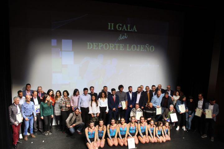 Foto de familia con todos los premiados en la Gal del Deporte Lojeño