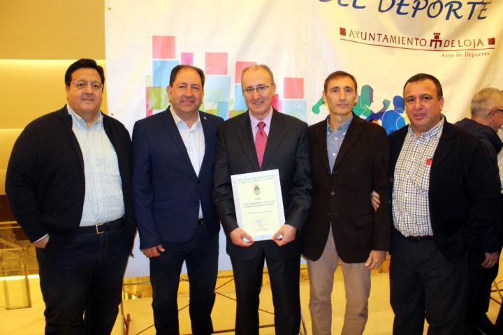 Juanjo Fernández, Antonio Rodríguez, Víctor Romero y Pablo Quílez, miembros de la junta directiva de la AEPD Granada que acudieron a la Gala del Deporte Lojeño, junto a Paco Castillo